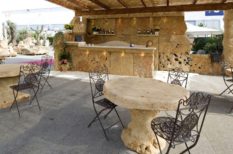 arredo-esterno-tavolo-in-pietra